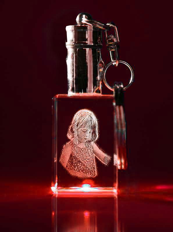 Laser Foto im Schlüsselanhänger mit roter LED