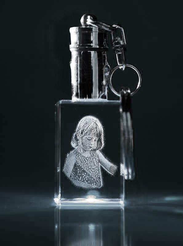 Laser Foto im Schlüsselanhänger mit weißer LED
