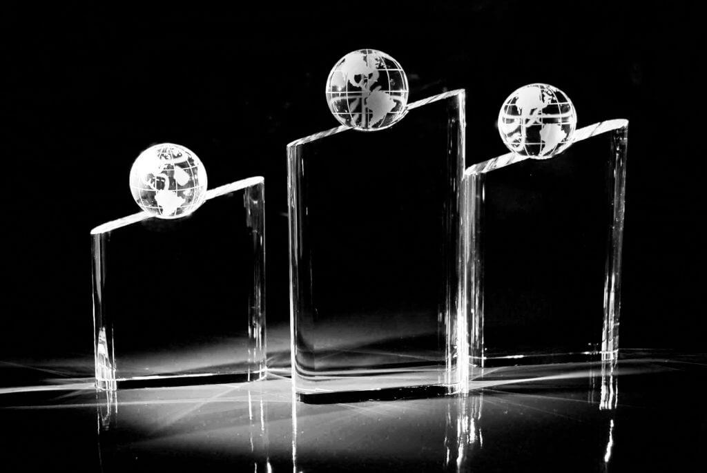 gravur und laserschneiden von acryl glaspokalen. Black Bedroom Furniture Sets. Home Design Ideas